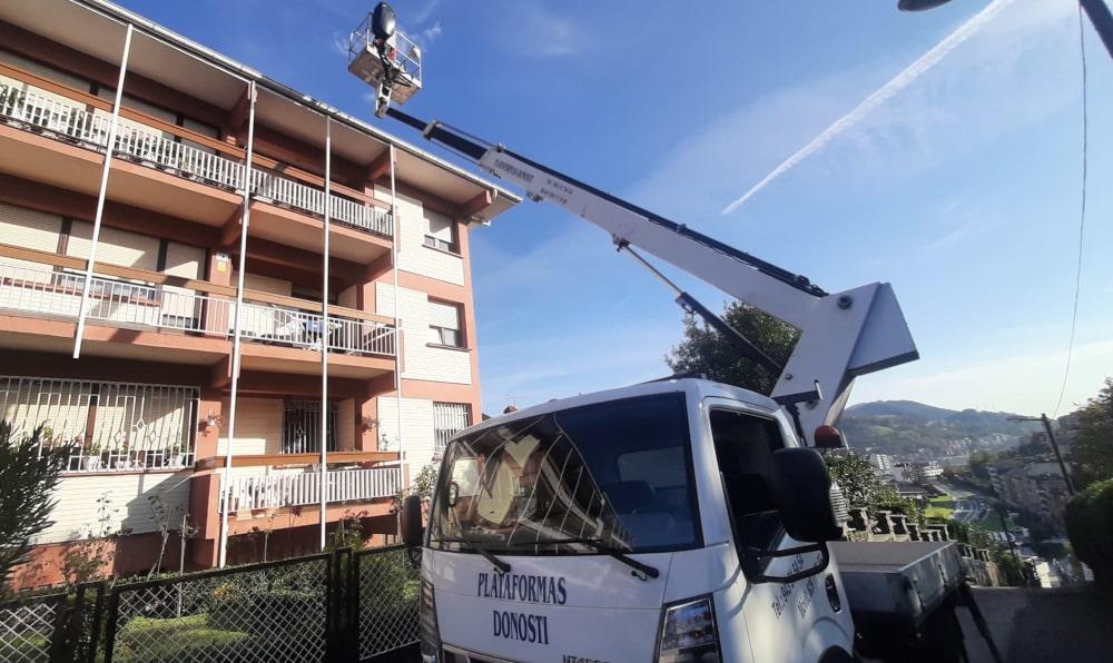 Camiones cesta para trabajos de altura en Donostia