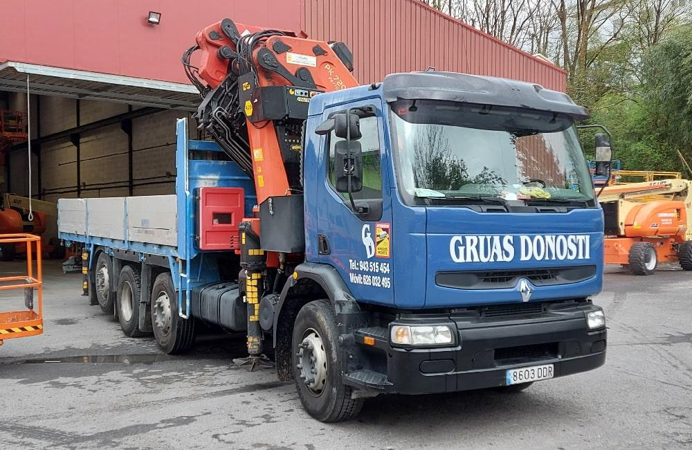 Alquiler de gruas y camiones pluma en Donostia - San Sebastián